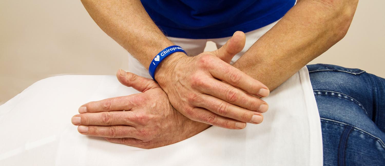 Behandlung der Wirbelsäule in Köln durch den Chiropraktiker